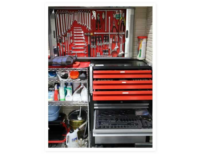 家のガレージ
