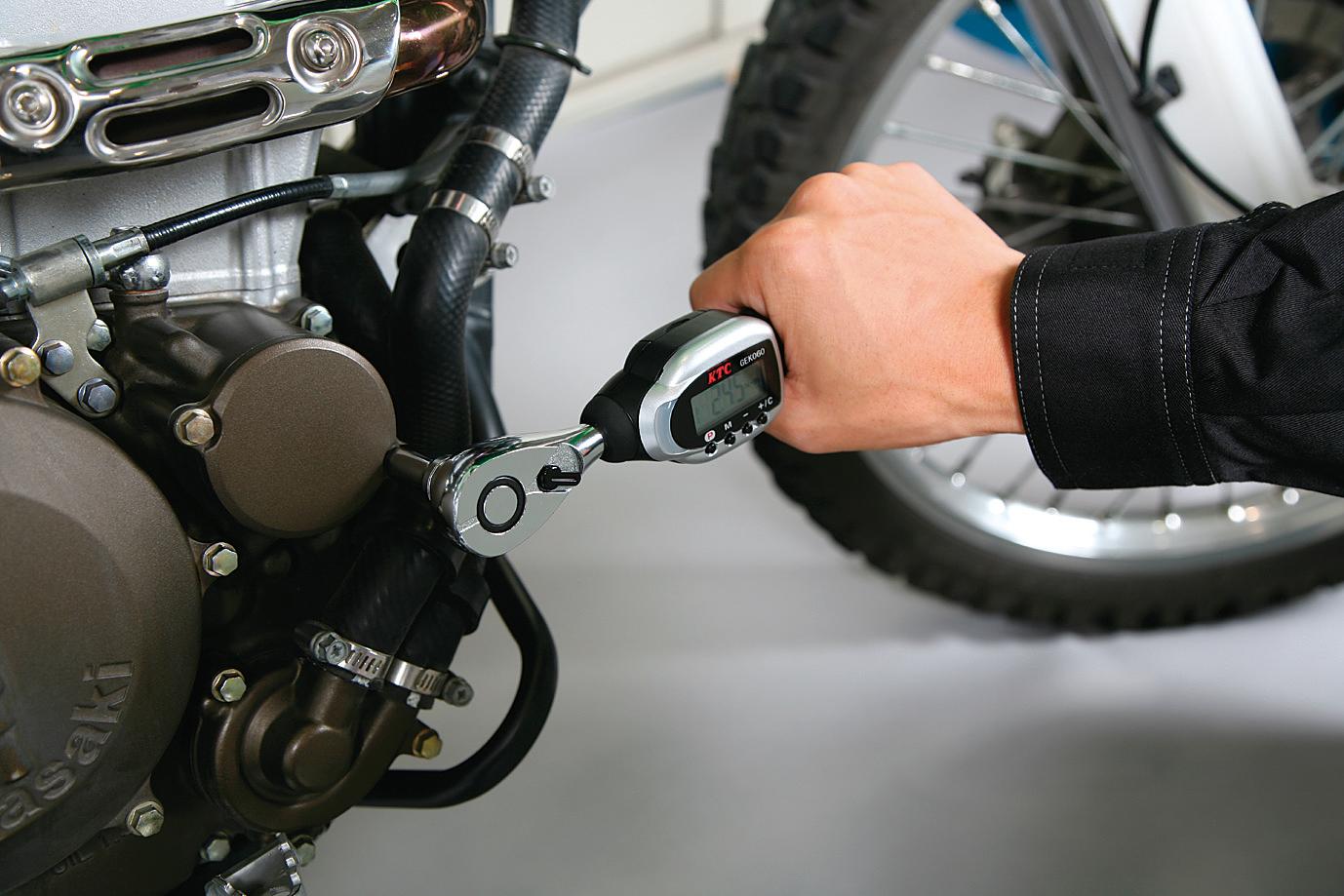 モーターサイクル整備画像