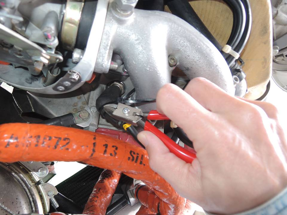 【KTCトリビアクイズ その17 何のエンジンを整備しているでしょうか?問題編】