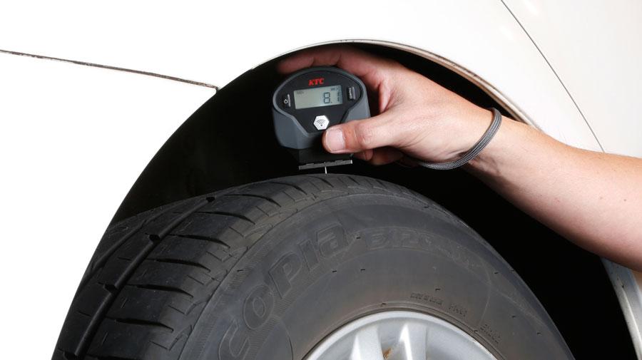 タイヤを外さず測定! タイヤデプスゲージ