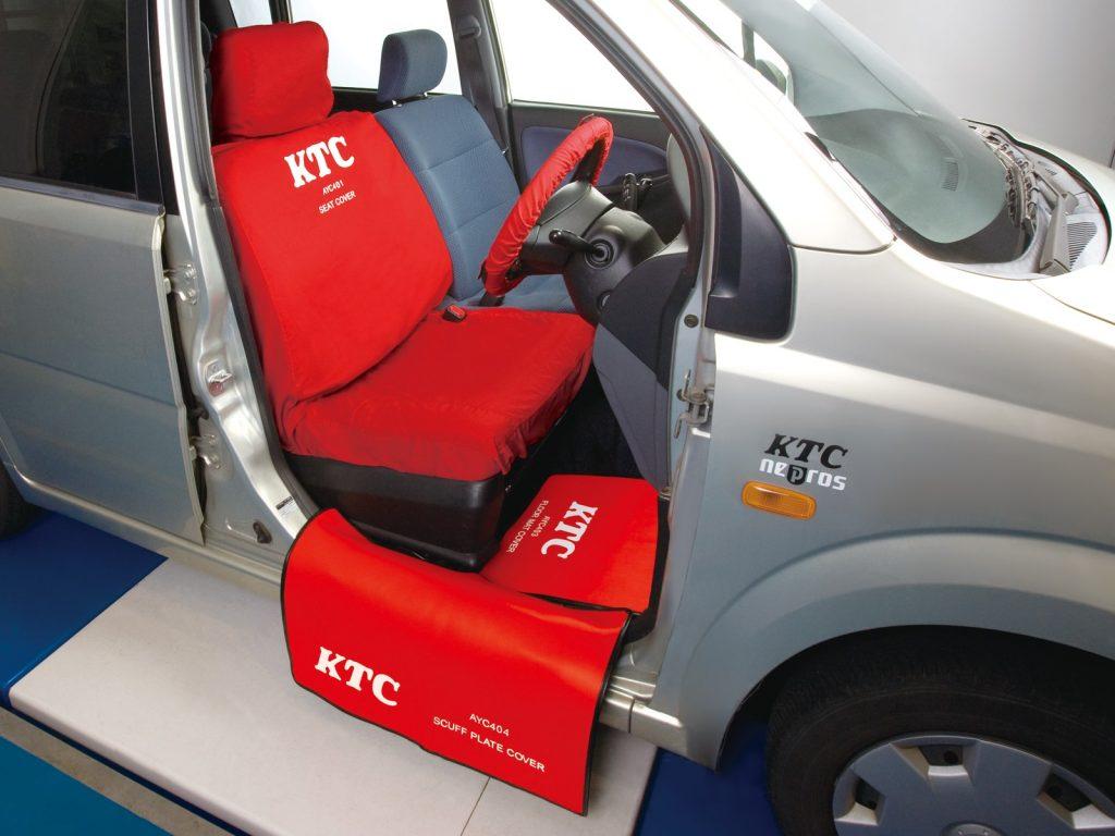 KTCシートカバーで整備に集中!
