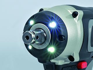 4灯LEDライトの採用で対象物の視認性を向上